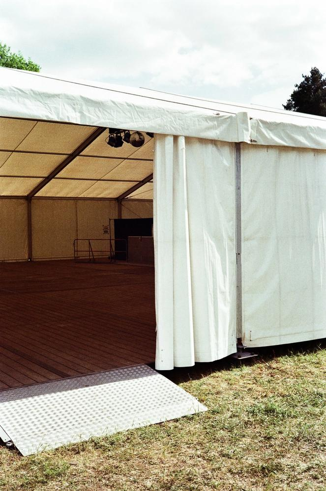 barrierefreier Zugang zur Zeltbühne