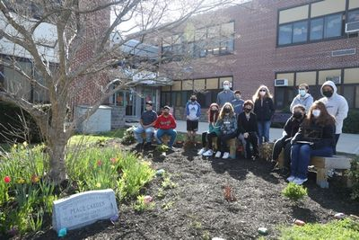 This Earth Day, Silas Wood teacher Ms. Sue Cirillo incorporated gardening into her lessons to give her sixth-graders a beautiful learning opportunity in planning, history, and appreciation for our planet.