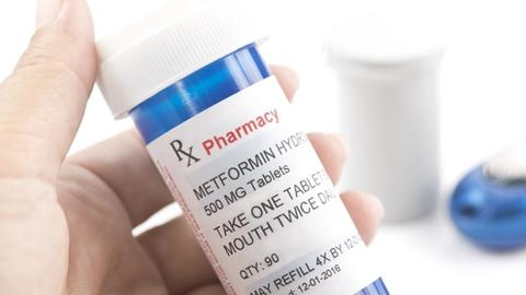 Should ob/gyns use metformin to treat pregnant women with PCOS?