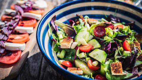 Can a healthier diet reduce menopause symptoms?