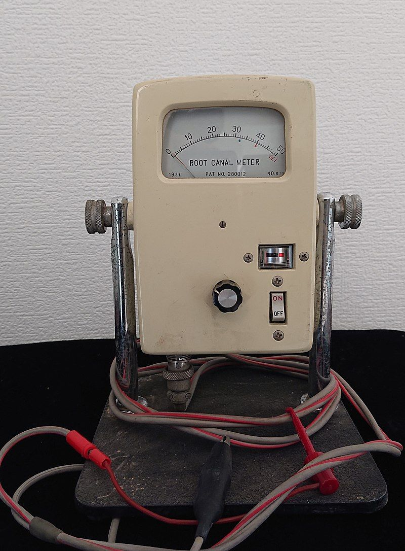 The first commercially available apex locator