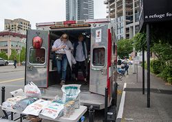 Seattle Veterinary Outreach helps pets on the streetsand their owners, too