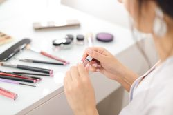 """Study Details """"Widespread"""" Use of Endocrine-Disrupting Chemicals in North American Cosmetic Products"""