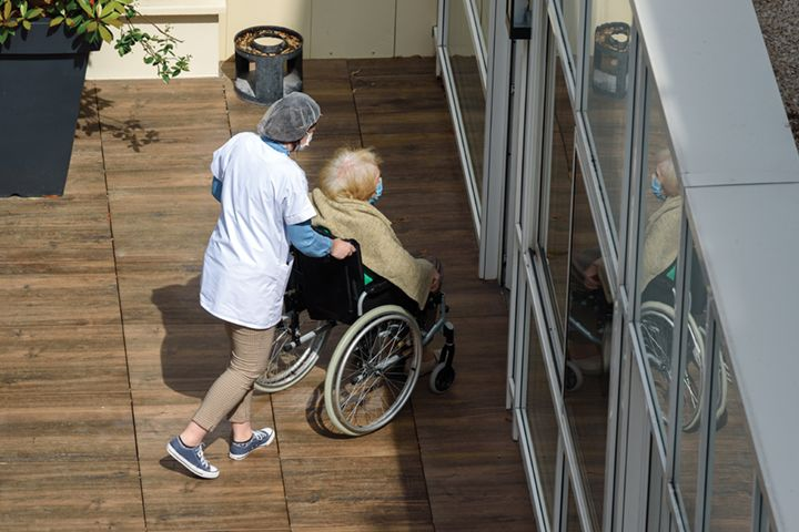 How to Build Cost-Effective Infection Prevention Programs at Long-Term Care Facilities