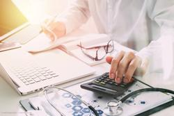 Specialists offer pearls for physicians' financial health