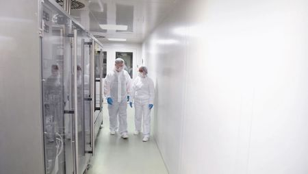 Choosing a Cleanroom Infrastructure Technology; Image: industrieblick - stock.adobe.com