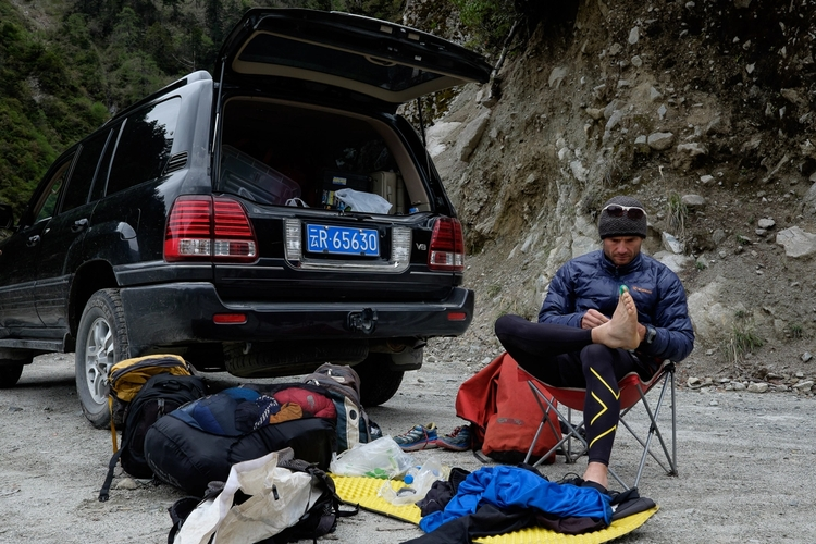 Our support vehicle – I am taping up my toes Weather changes very quickly at altitude I am wearing a puffer jacket now