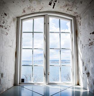 Fönster ut mot hav