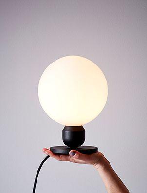 Atom bordslampa från Herstal