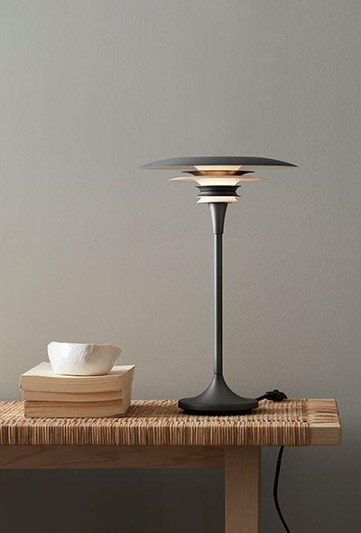 Svart bordslampa