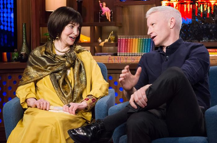 Gloria Vanderbilt and Anderson Cooper on the US talk show Watch What Happens Live in 2016