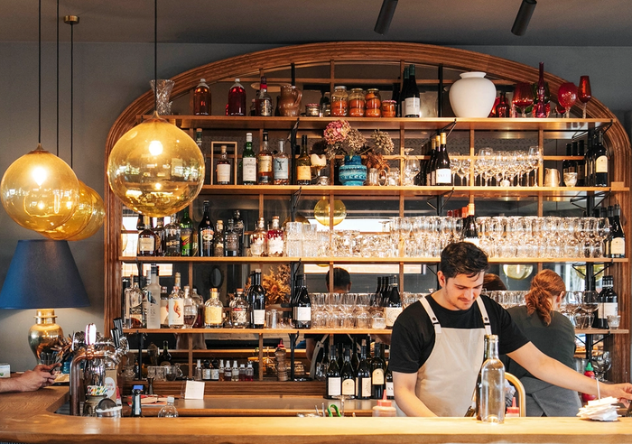 The bar and barman at No 7 Balmac in Dunedin