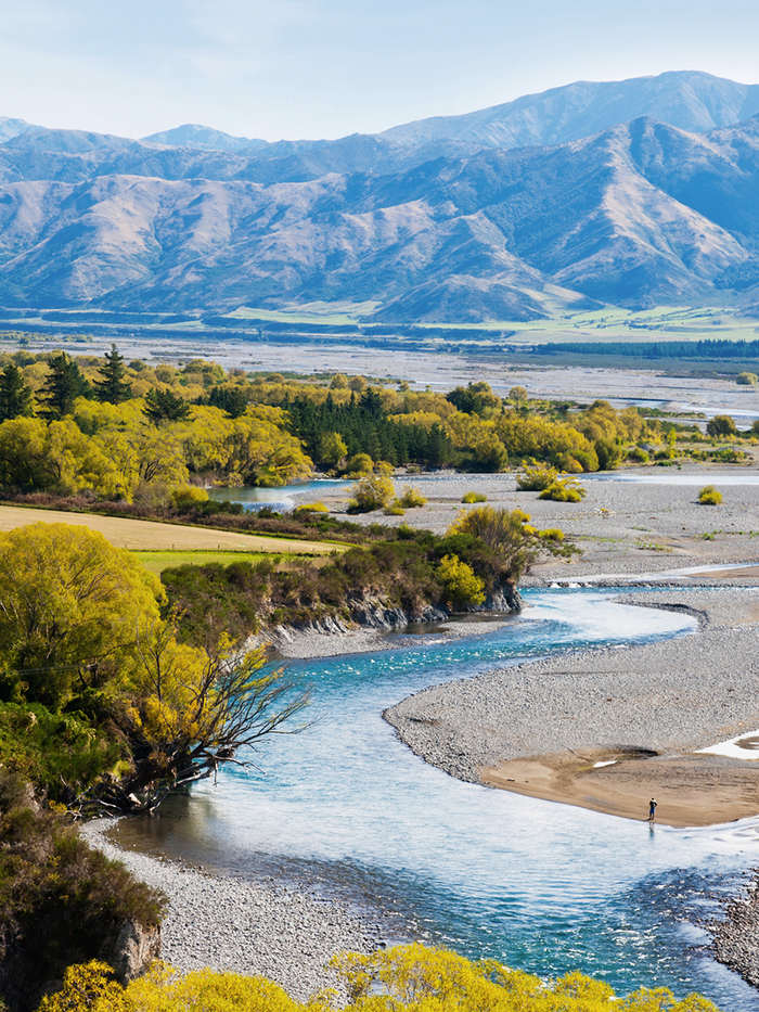 Stream and mountains at Hurunui
