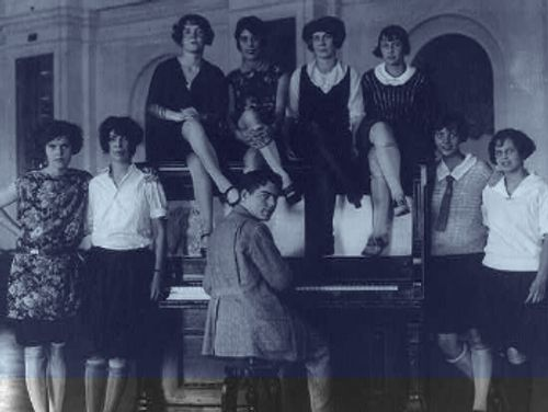 Group of people from the roaring 20s