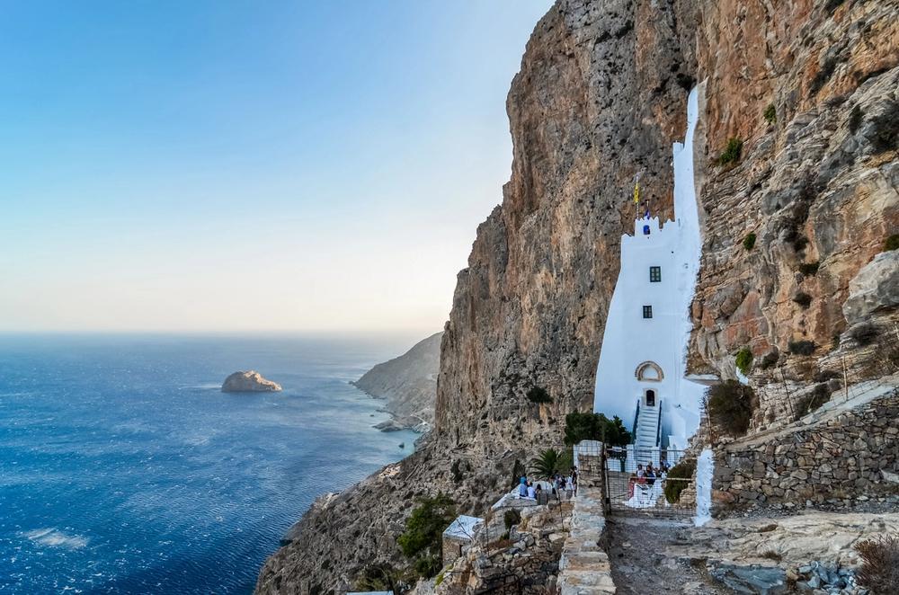 monastero di hozoviotissa isola di amorgos in grecia