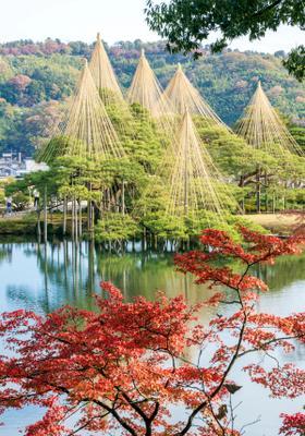 pagode di kanazawa in autunno