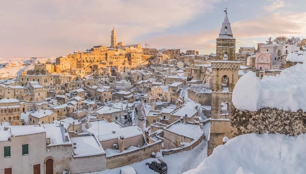 sassi di matera sotto la neve