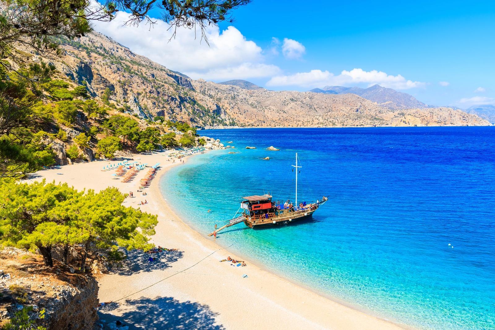 spiaggia di apella a karpathos in grecia