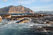 mare con onde in sudafrica