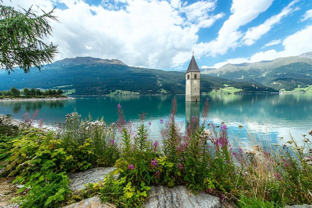 campanile nel lago di curon venosta
