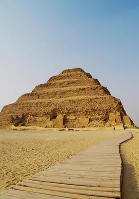 piramide a gradoni saqqara