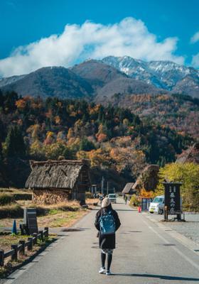strada di takayama in autunno