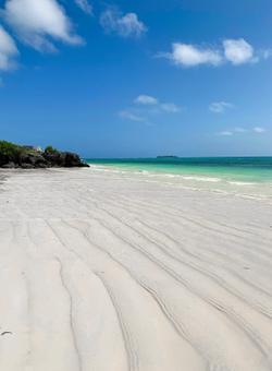 spiaggia bianca a zanzibar