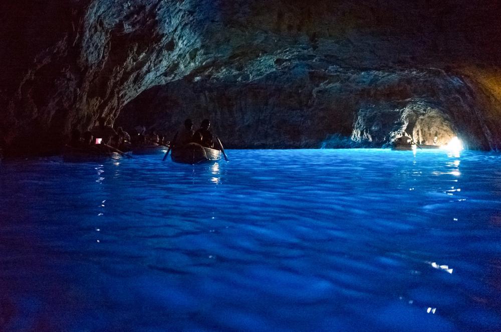 barche nella grotta azzurra a capri