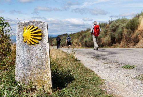 Cammino di Santiago: Tour a Piedi cover