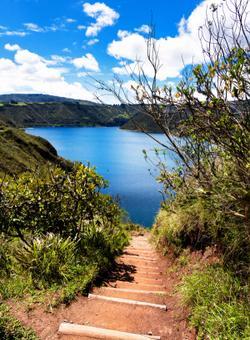 lago nel cratere del vulcano quitoloa