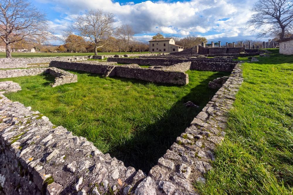 area archeologica di sepino in molise