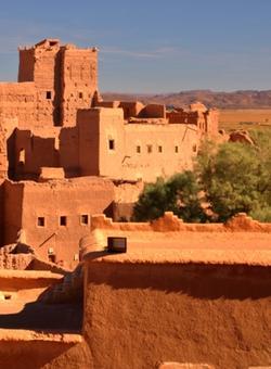 antica città rossa di ourzazate in mezzo al deserto