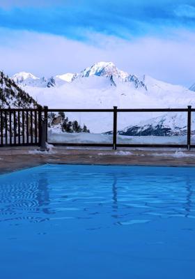 piscina sulle dolomiti canazei