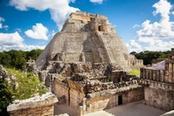 Piramide a gradoni Maya in Messico
