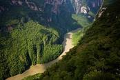 Valle attraversata da un fiume in Messico