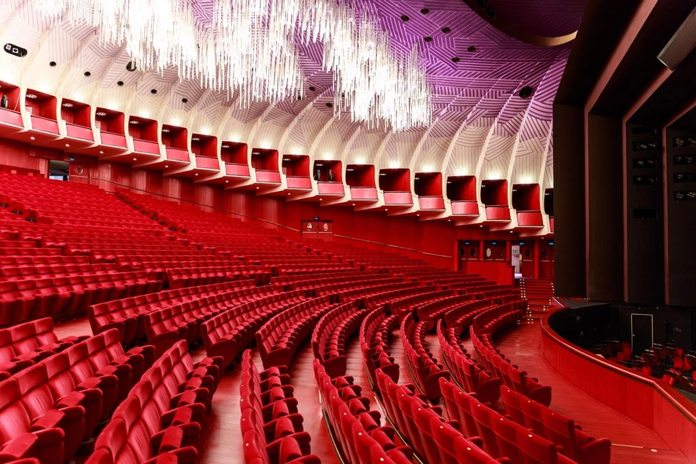 poltrone rosse nel teatro regio di torino