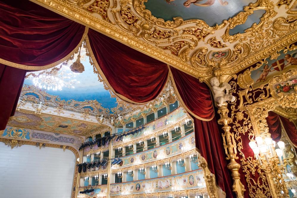 sipario del gran teatro la fenice di venezia