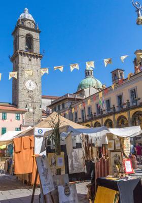 borgo antico di pontremoli in toscana