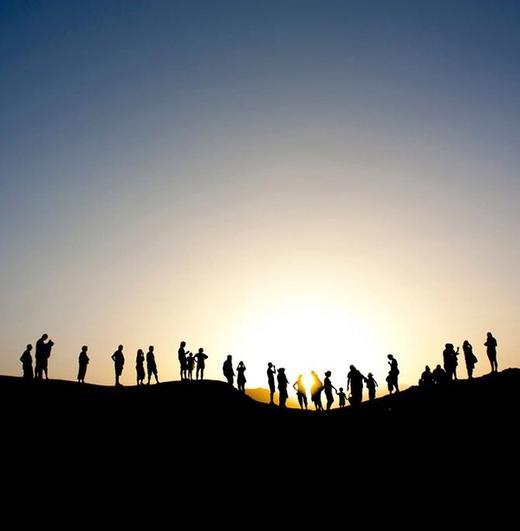 viaggio di gruppo organizzato al tramonto