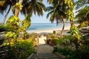 ingresso spiaggia di nosy be in madagascar