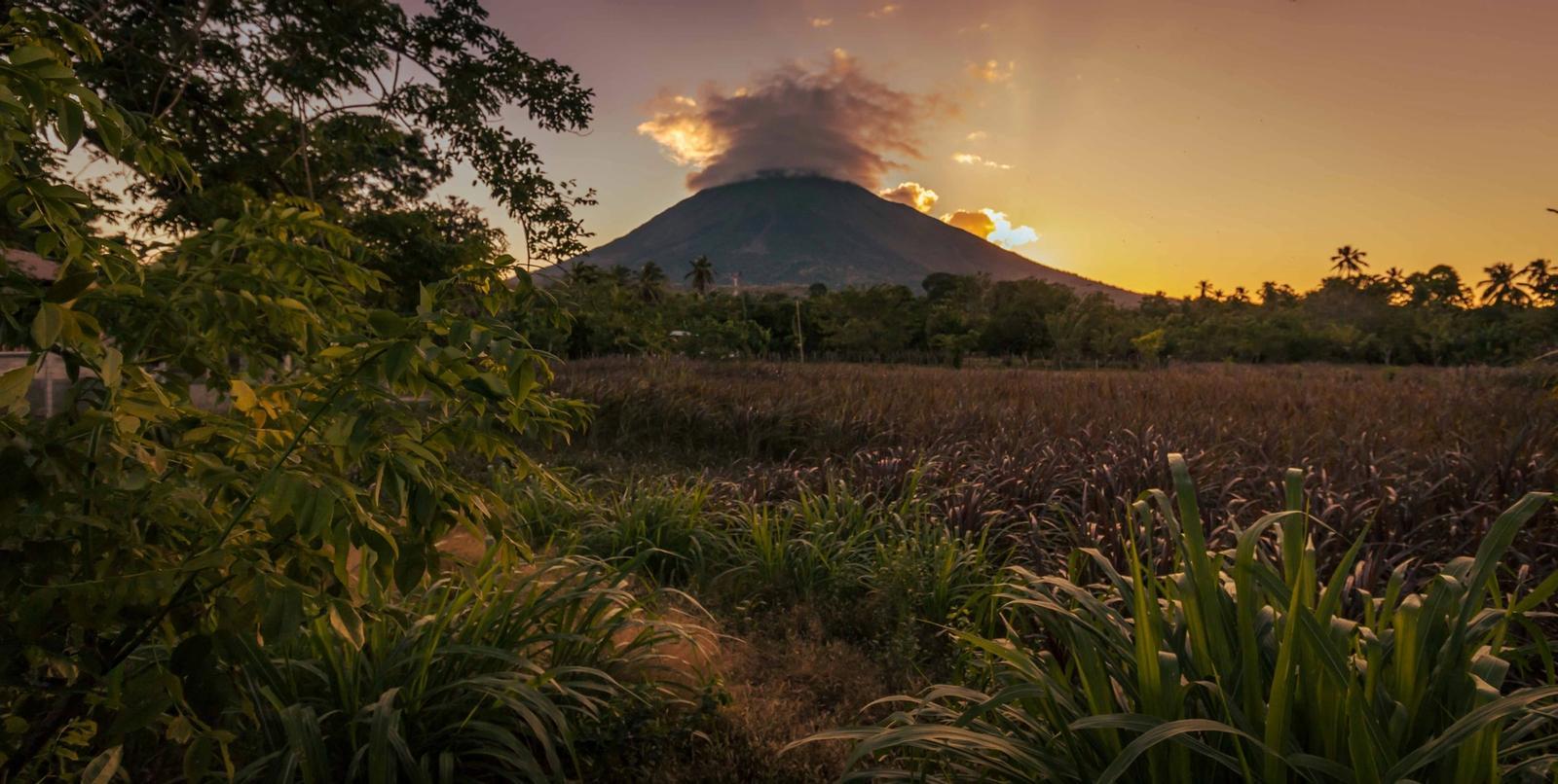 vulcano masaya al tramonto