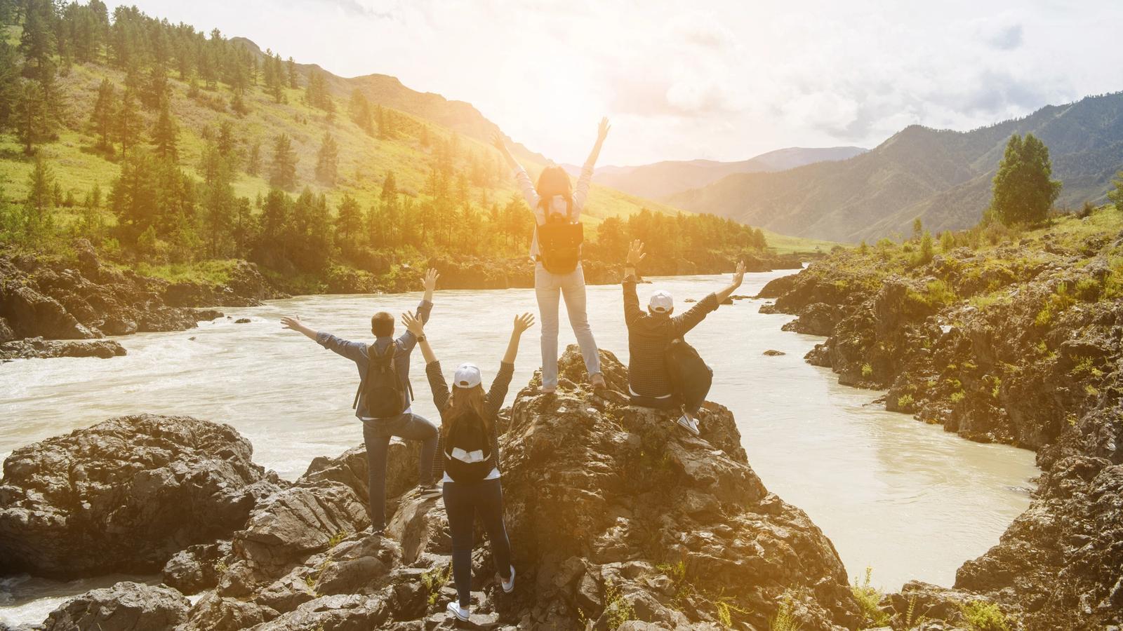 gruppo di ragazzi in montagna