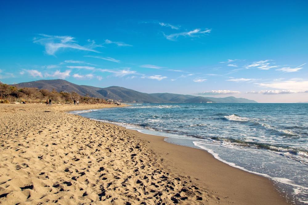 spiaggia di marina di albarese in toscana