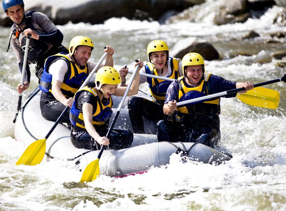 rafting di gruppo sul fiume