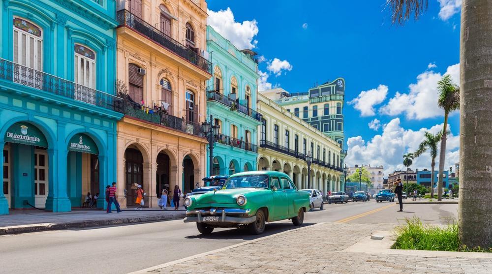 case colorate e auto d epoca havana