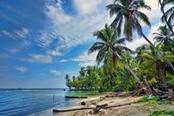 spiaggia con palme in nicaragua