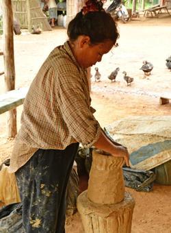produzione di ceramiche a kompong chhnang