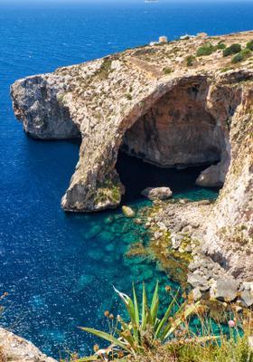 gita in barca alla grotta azzurra malta