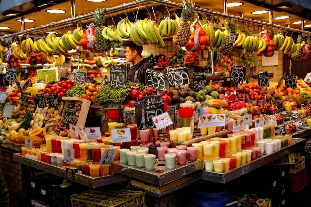 bancarella di frutta al mercato di barcellona