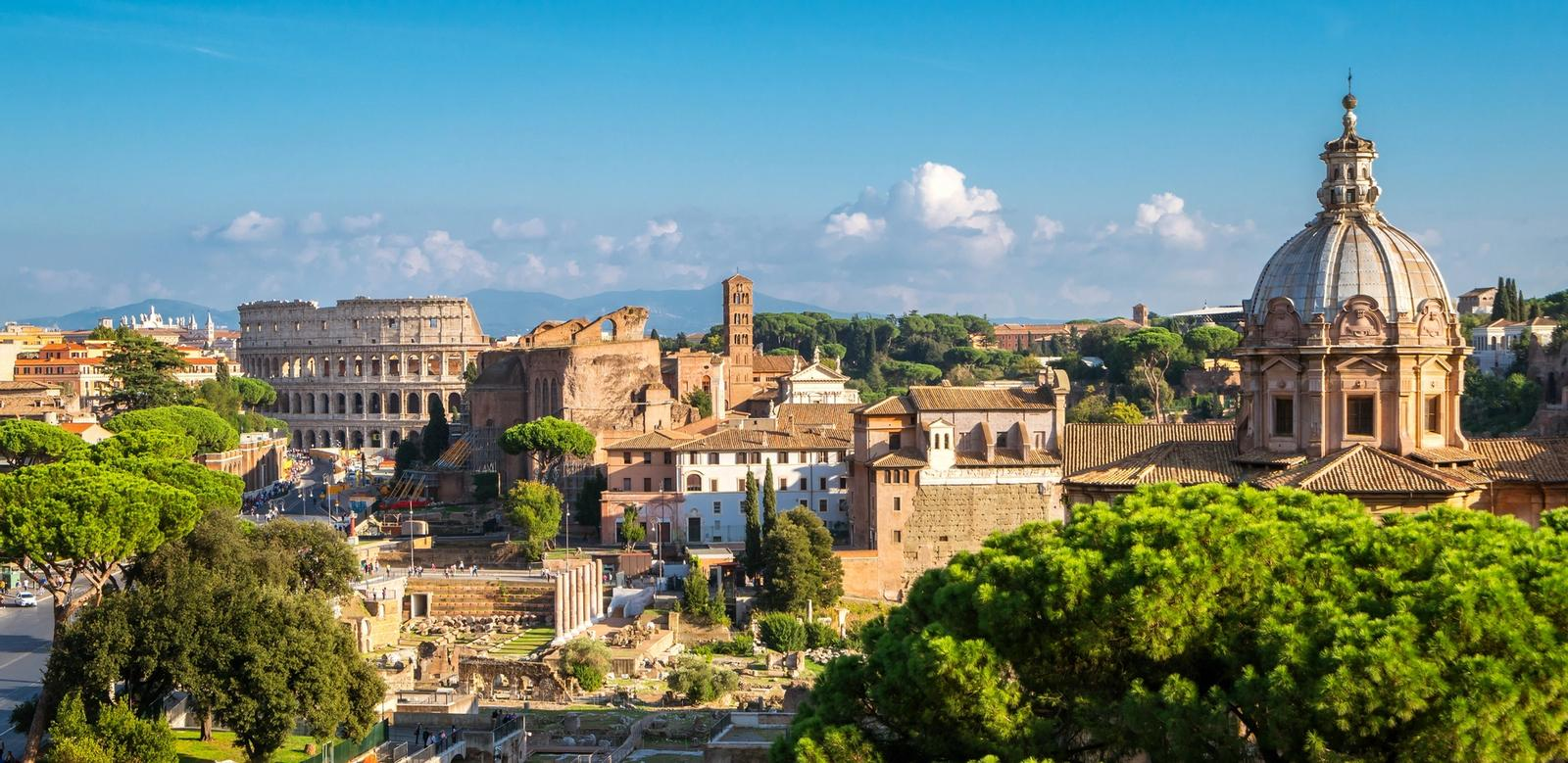 Vista panoramica su Roma con Colosseo